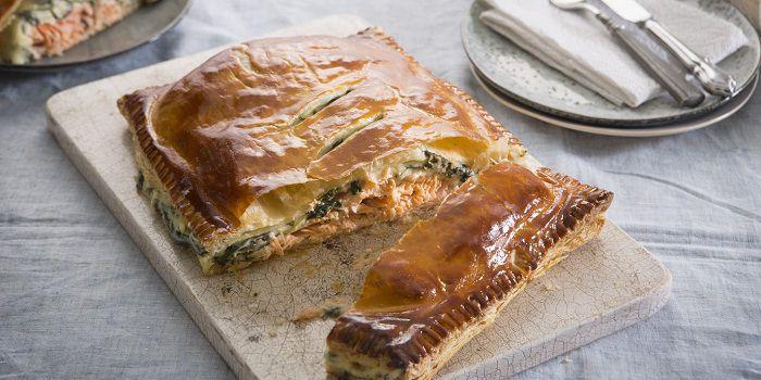 Пирог с лососем и шпинатом и сыром чеддер
