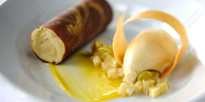 Банановое парфе с карамелью и арахисовое мороженое от Роберта Томсона