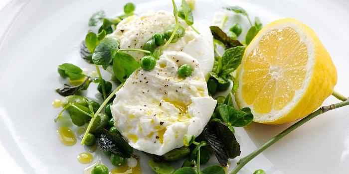 Салат с сыром Моцарелла Буффало