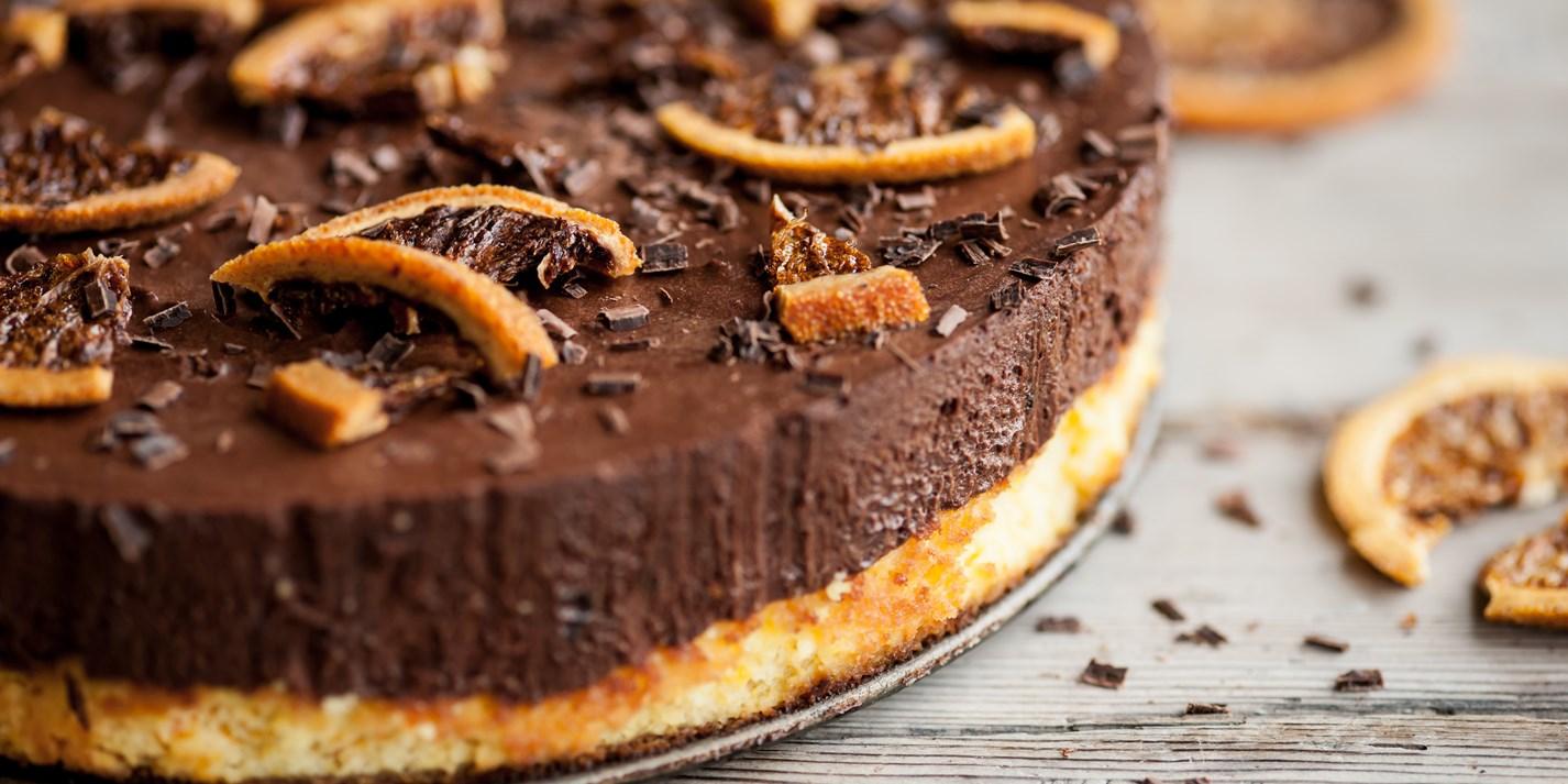 Шоколадный торт с апельсиновой цедрой и орехами