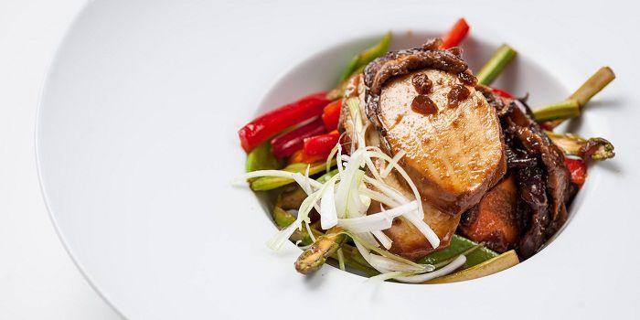Курица с грибами шиитаке и маринованными овощами