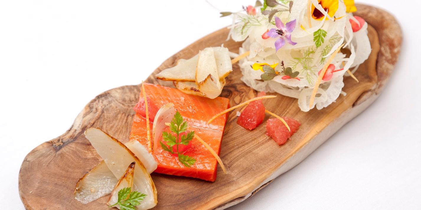 Аляскинский лосось, маринованный в фенхеле и кориандре