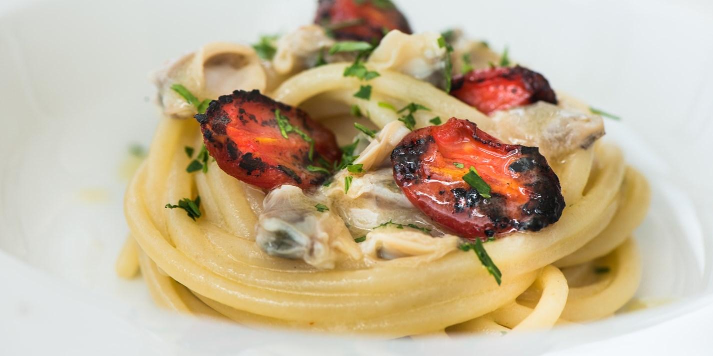Spagetti, molljuski i pomidory cherri na grile