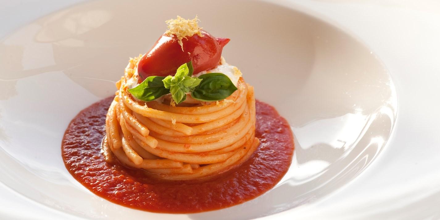Спагетти с томатами Пьенноло и сыром буррата