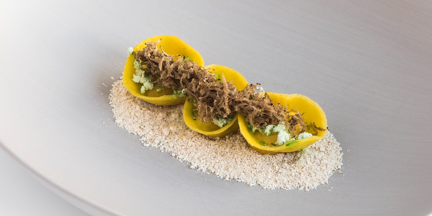 Тортеллини с сыром Vinschger, хвойным маслом, трюфелем и перловой крупой