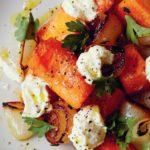 Салат из тушеной тыквы и жареного лука